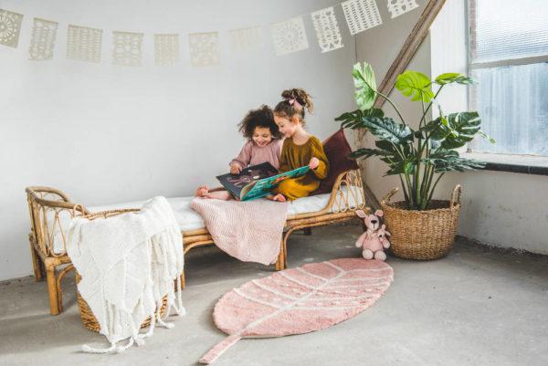 Vloerkleed Feather-Veer van Tapis Petit - My Little Carpet