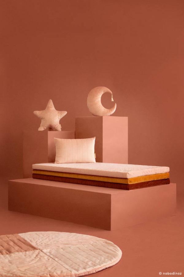 Speelkleed Kilimanjaro Velvet Bloom Pink van Nobodinoz - My Little Carpet