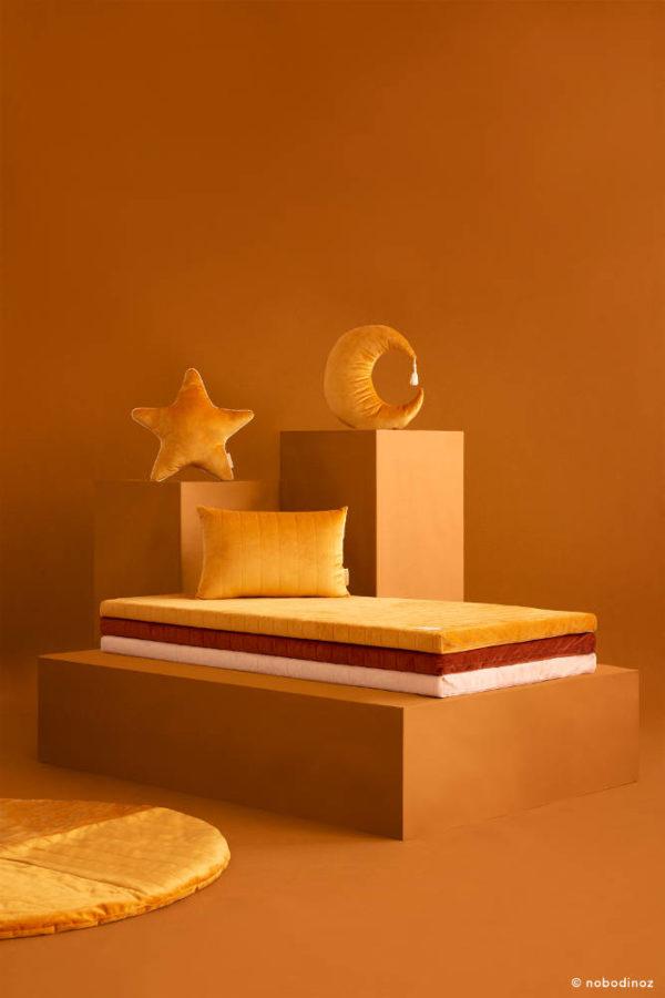 Speelmatras Zanzibar Velvet - Farniente Yellow van Nobodinoz - My Little Carpet