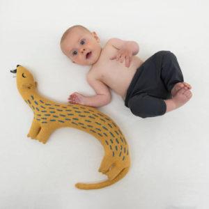 Gebreid Knuffel Kussen, Whippy Weasel van Trixie Baby – My Little Carpet