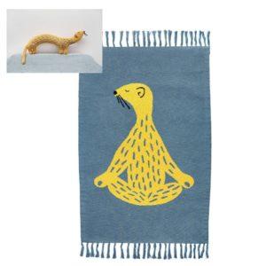 Combideal: Gebreid Vloerkleed Knitted Rug + Gebreid Knuffel Kussen, Whippy Weasel van Trixie Baby – My Little Carpet