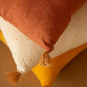 Kussen Sublim Toffee van Nobodinoz - My Little Carpet