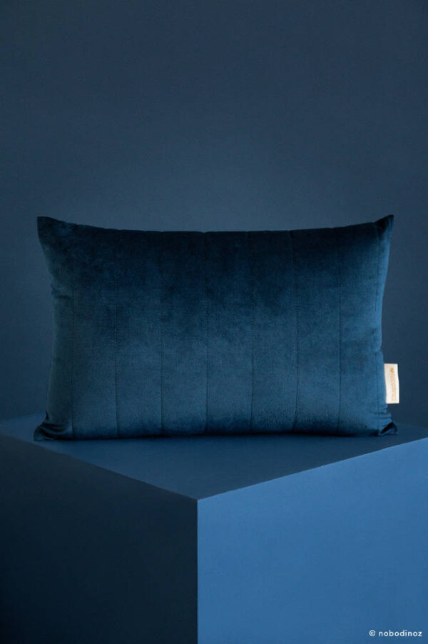 Akamba Velvet Kussen Night Blue van Nobodinoz - My Little Carpet
